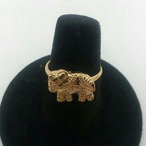 Size 7 Gold-Tone Elephant Ring 💍🐘